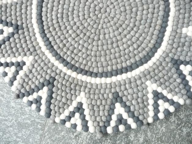stern teppich aus filzkugeln grau ca 90 cm lela levanas. Black Bedroom Furniture Sets. Home Design Ideas