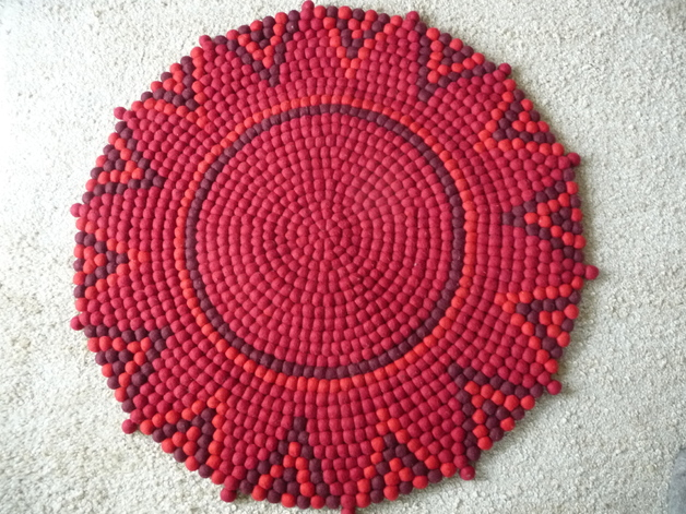 stern teppich aus filzkugeln rot ca 90 cm lela levanas. Black Bedroom Furniture Sets. Home Design Ideas