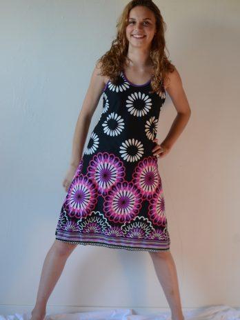 Sommerkleid mit gr Blumen, lila, Größe M