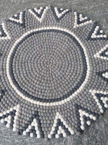 Sternteppich-aus-Filzkugeln,-grau