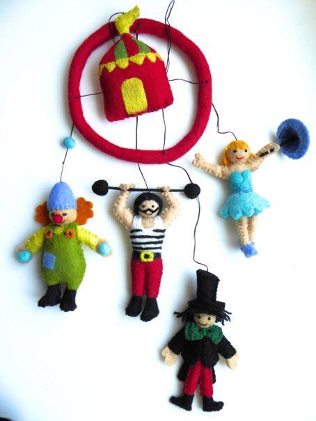 Mobile-aus-Filz-Zirkus-3